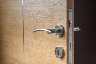 installer une serrure sécurisée chez soi